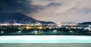 Бассейн в Habita Monterrey